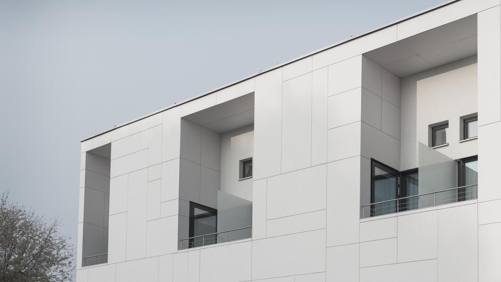 UMBAU UND ERWEITERUNG LANDESKRANKENHAUS_Fassadenbild01