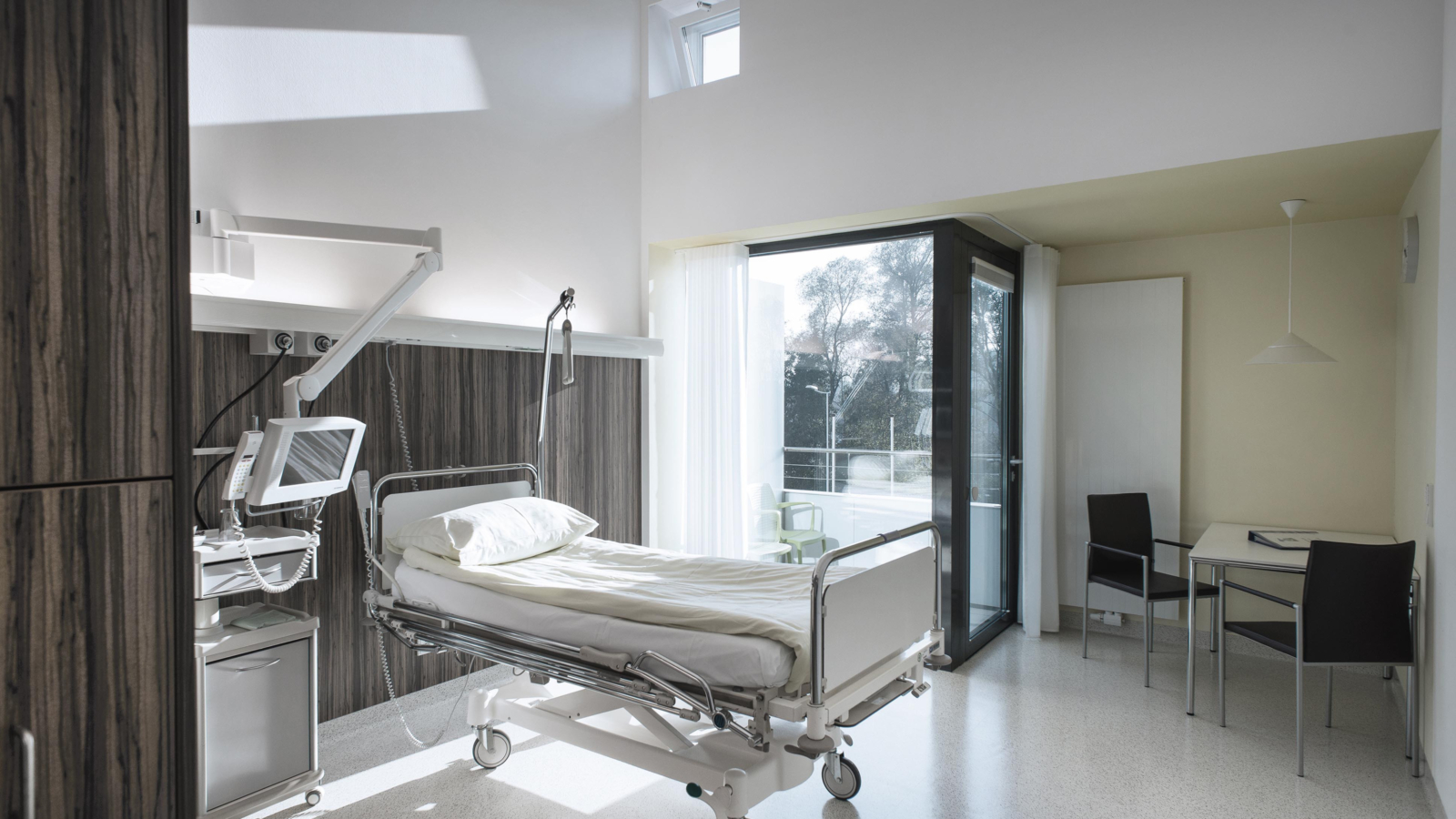 UMBAU UND ERWEITERUNG LANDESKRANKENHAUS_Patientenzimmer